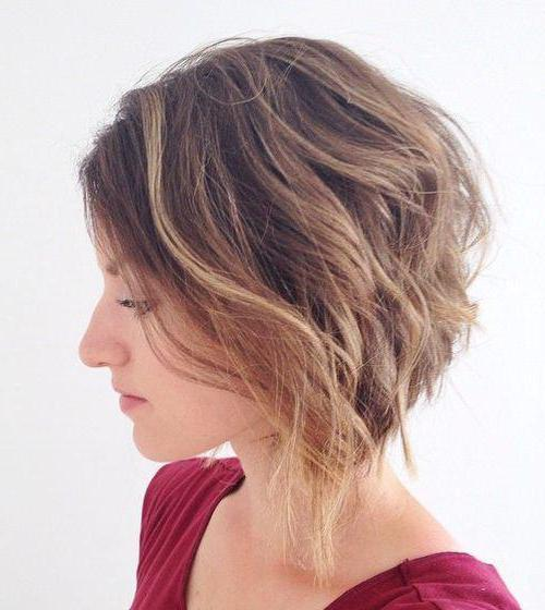 градуированное каре с челкой на короткие волосы