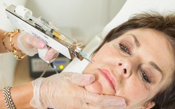 Омоложение лица после 60 лет без операции: методики и средства