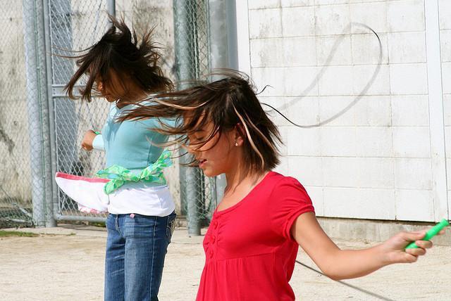 Как научить ребенка прыгать на скакалке развиваем координацию