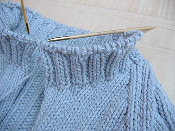 Как связать свитер для девочки спицами?