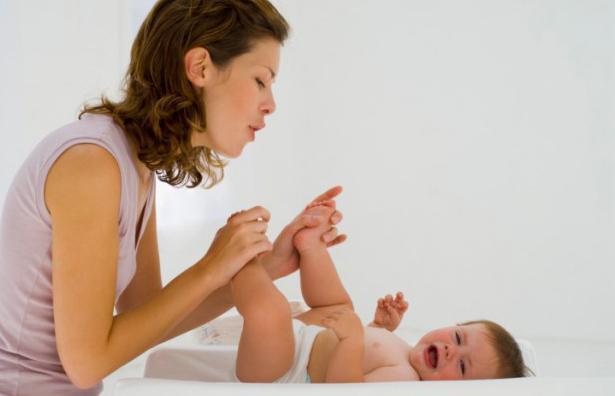 почему новорожденный кряхтит и тужится