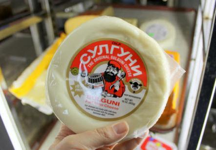Грузинский сыр сулугуни: польза и вред кисломолочного продукта
