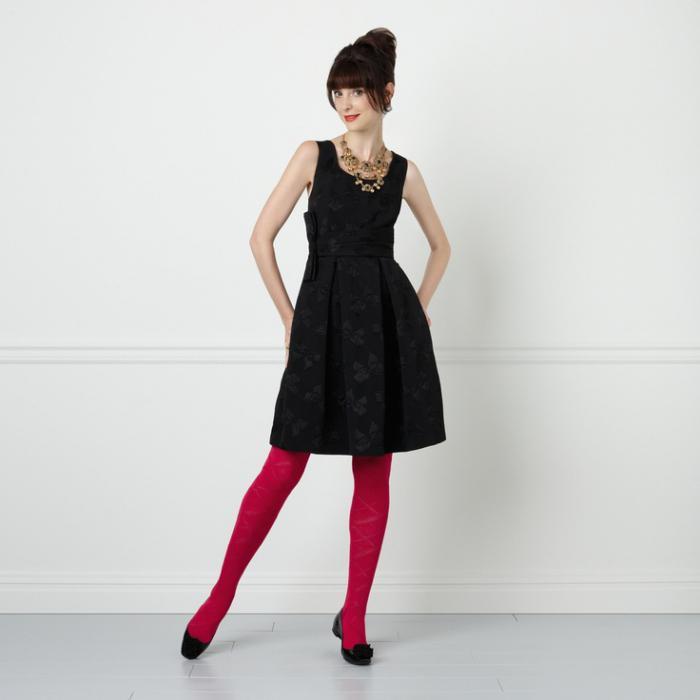 черное платье черные туфли какие колготки