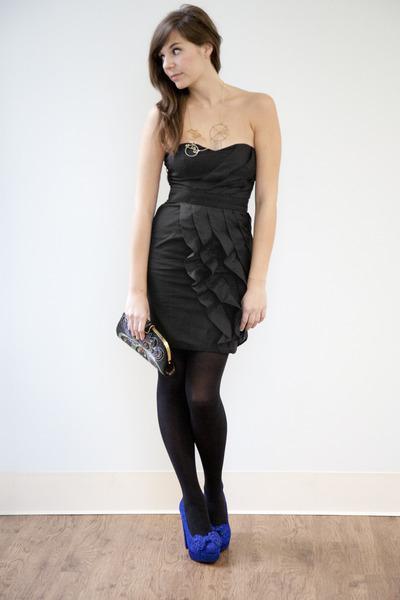 черное платье с черными колготками