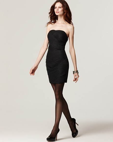 черное платье с какими колготками