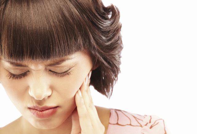 болит зуб чем полоскать Почему болит и пульсирует зуб?