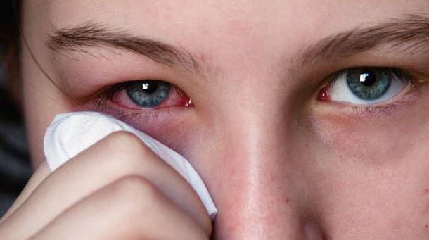 1888867 - Ударил глаз веткой болит что делать