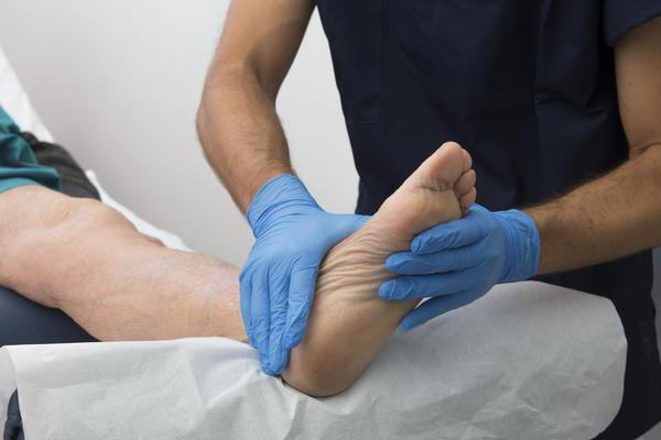 От чего болят ноги и мерзнут что делать thumbnail