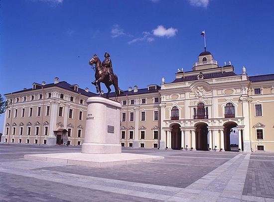константиновский дворец как добраться