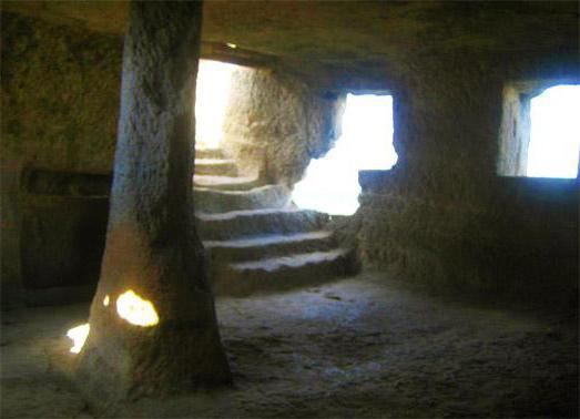 На первом ярусе пещер Чуфут-Кале