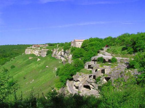 У подножия пещерного города Чуфут-Кале