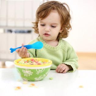 Как обучить малыша без помощи других есть ложкой? 1-ая ложка…