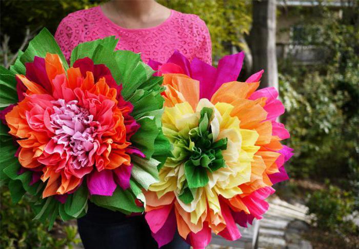 цветы из крепированной бумаги своими руками