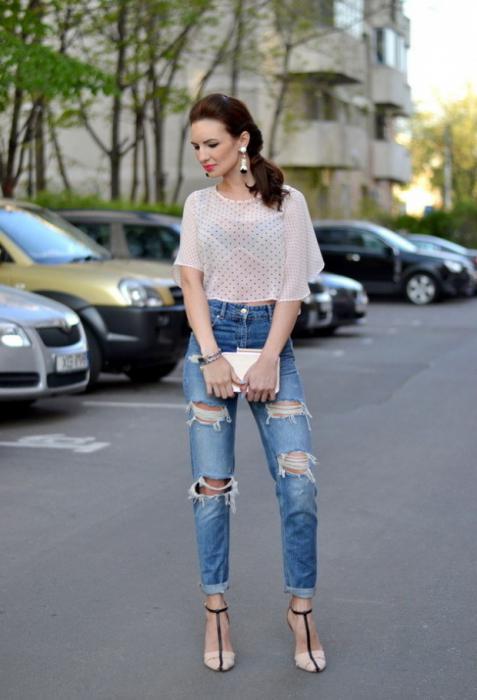 Что носить с рваными джинсами. С какой обувью носить рваные…