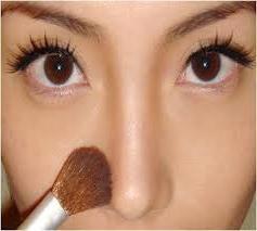 как косметикой уменьшить нос