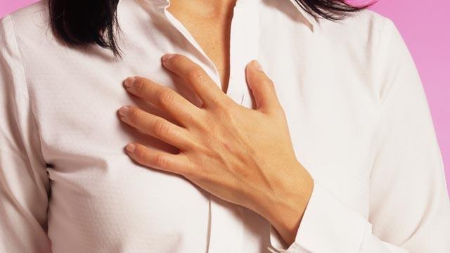 болит сильно грудь перед месячными