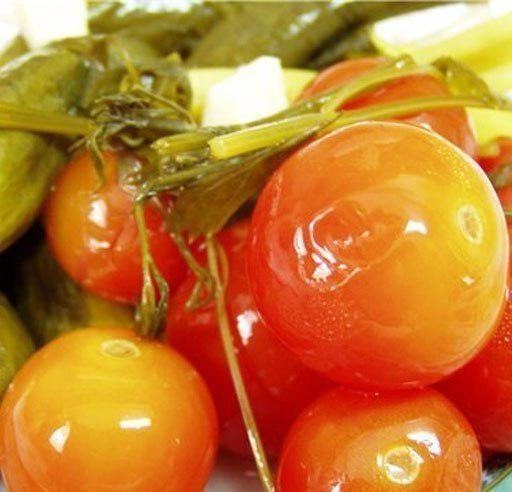 Квашеные помидоры в кастрюле на зиму