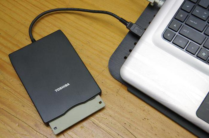 Неизменное запоминающее устройство служит для хранения инфы