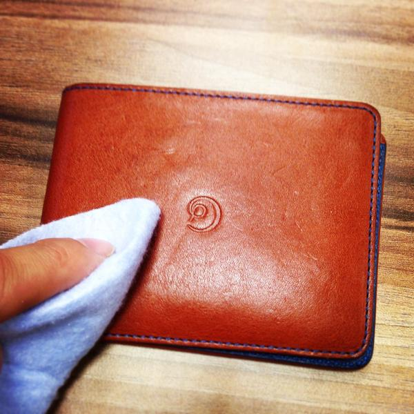 Leather wallet cleaning