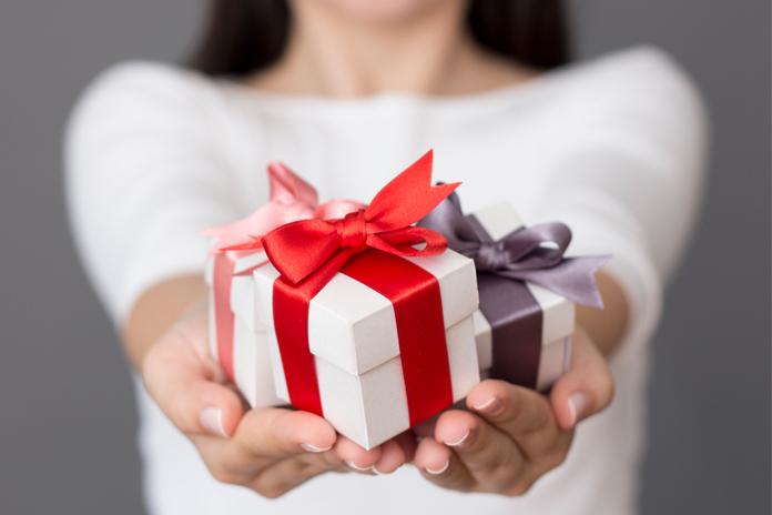 Почему моему ребенку не дарят подарки 557