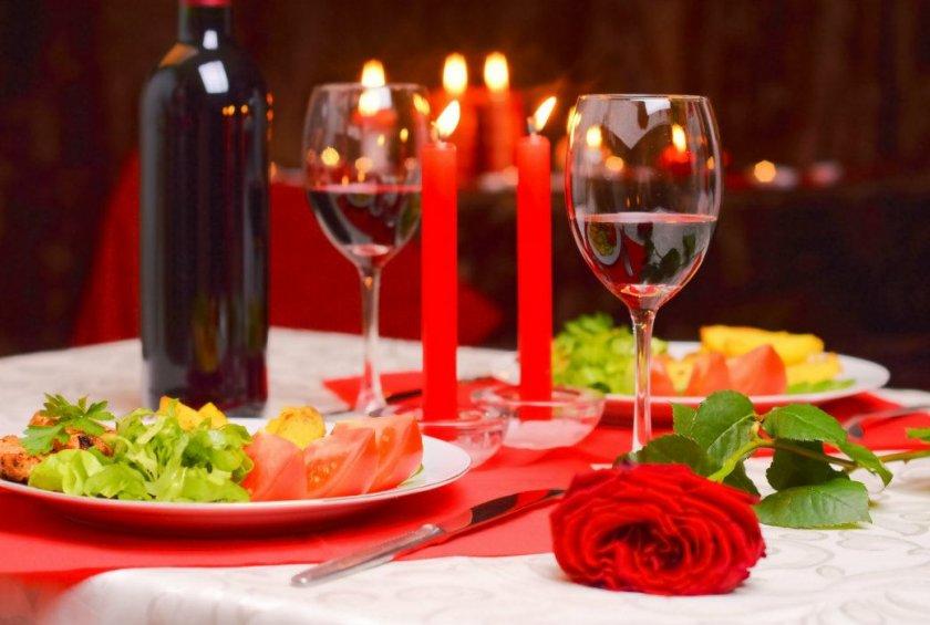 ужин при свечах в подарок парню