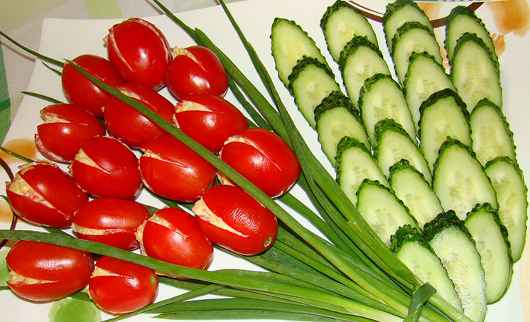 как украсить салат с помощью помидоров