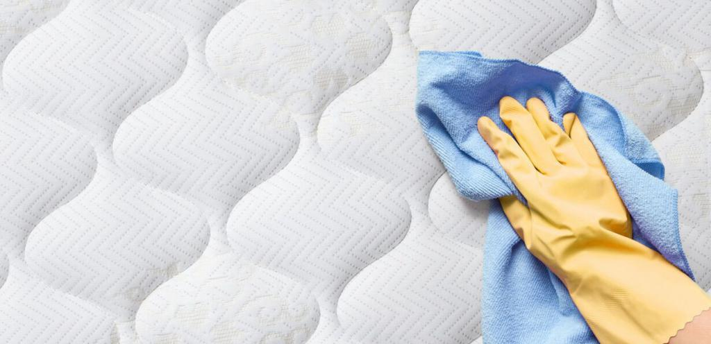 how to clean the white mattress from blood