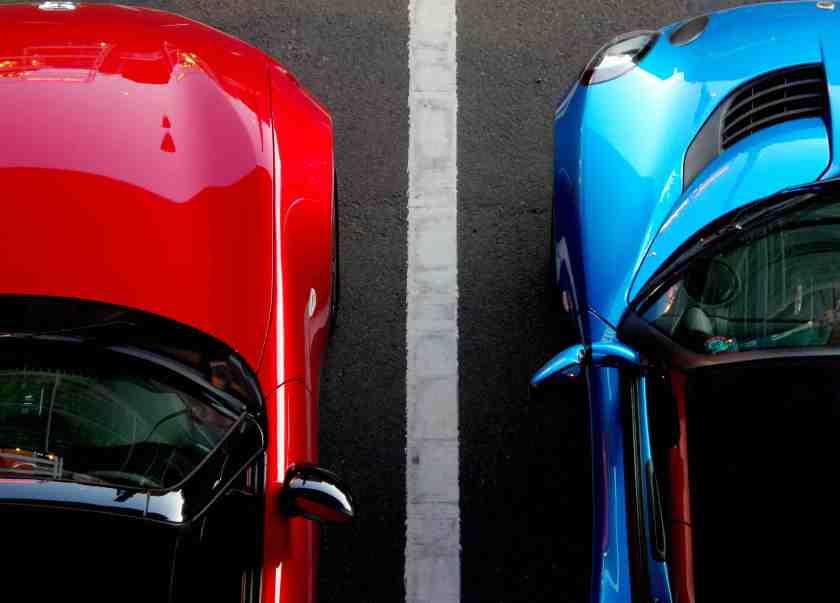 как начинающему водителю выехать с парковки задним ходом