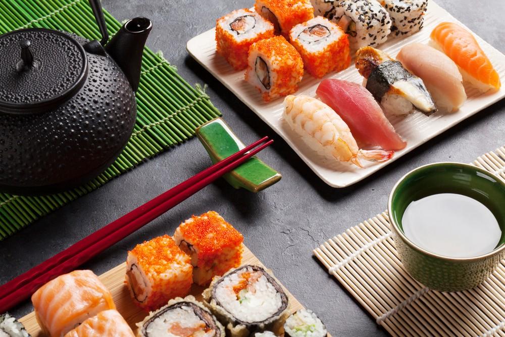 суши и зеленый чай