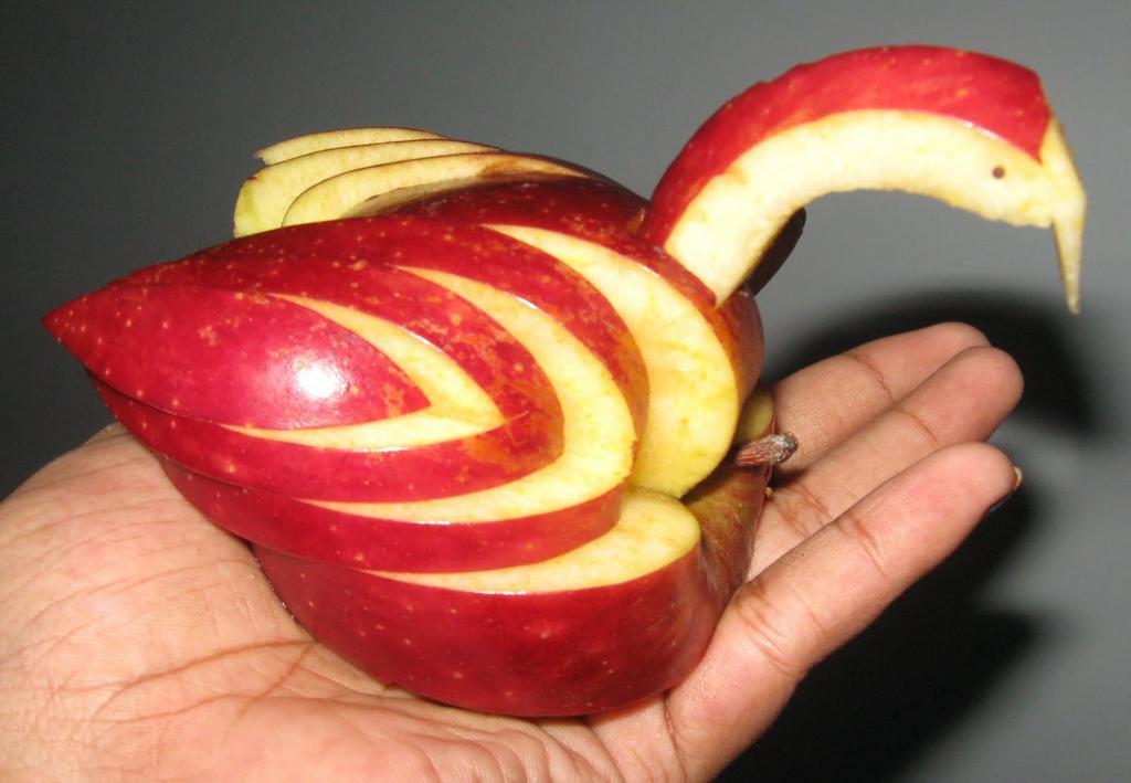 картинки лебедь из яблоками полиция