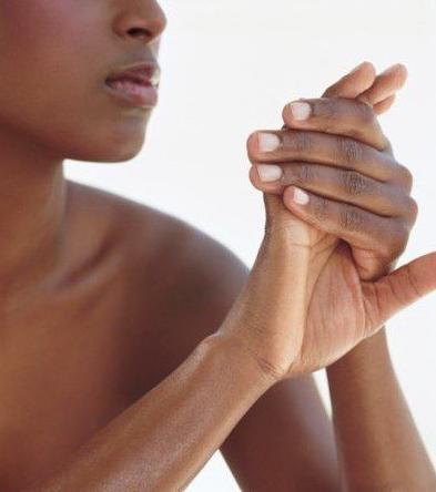 чешется между пальцами рук чем лечить