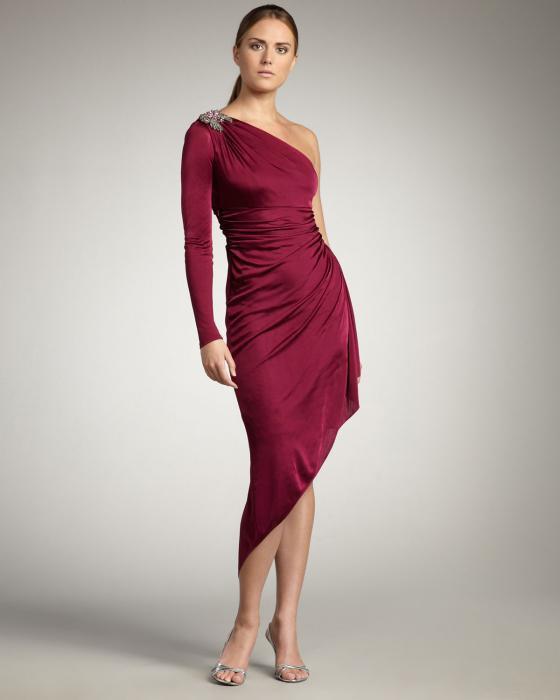 длинное платье с одним рукавом