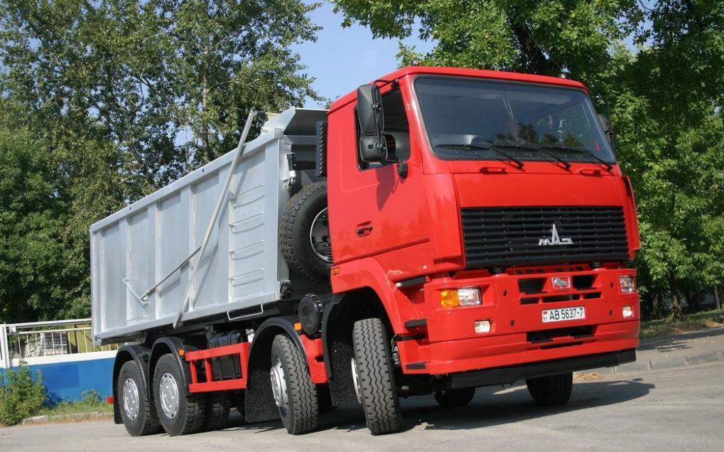МАЗ 6515 на дороге
