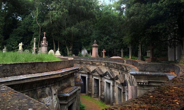Пара занималась сексом на кладбище