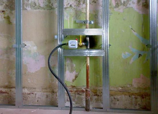 как спрятать газовую трубу на кухне при ремонте фото