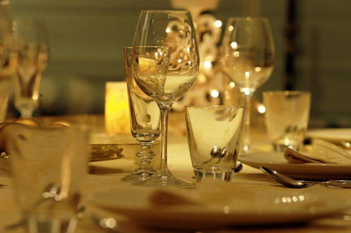 как накрыть праздничный стол на день рождения недорого