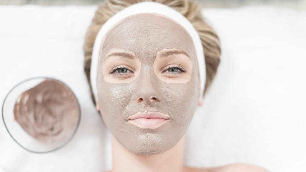 Как бороться с жирной кожей лица: правила ухода, эффективные средства, маски
