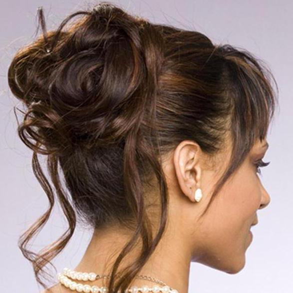 Небрежный пучок на длинные волосы
