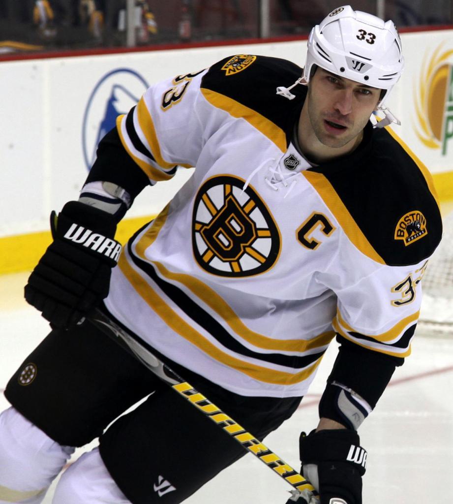 Какая скорость шайбы в хоккее была максимальной?