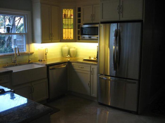 Подсветка для кухни под шкафы светодиодная угловая
