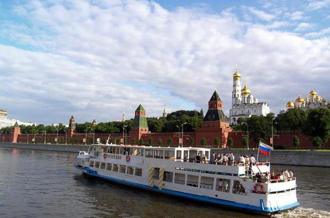 По Москве реке на речном трамавйчеке