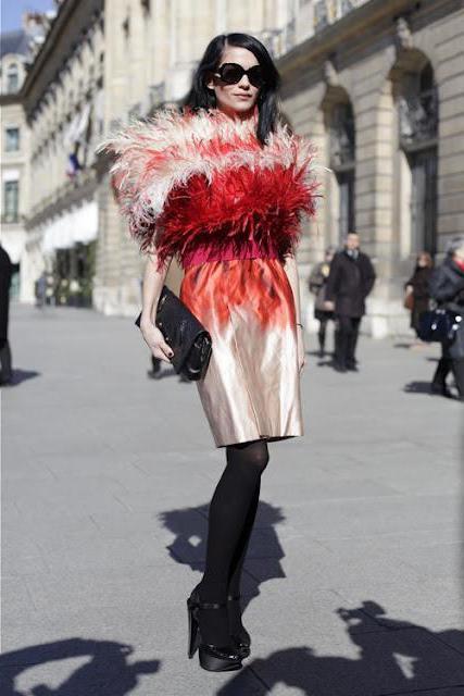 Платья с перьями: воздушная экзотика для экстраординарных случаев