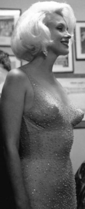 Платье мэрилин монро с дня рождения кеннеди