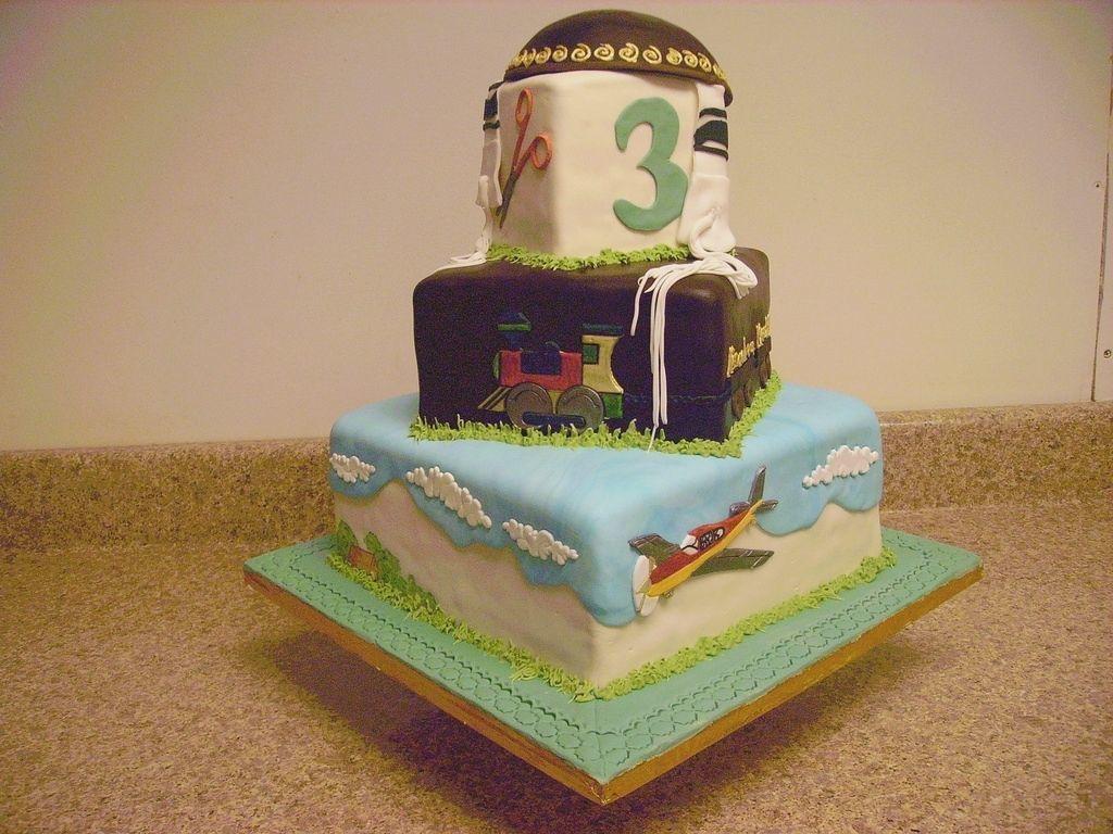 Многоярусный торт.