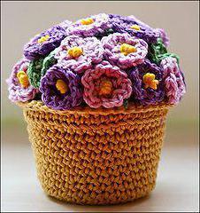 вязаный цветок в горшке крючком