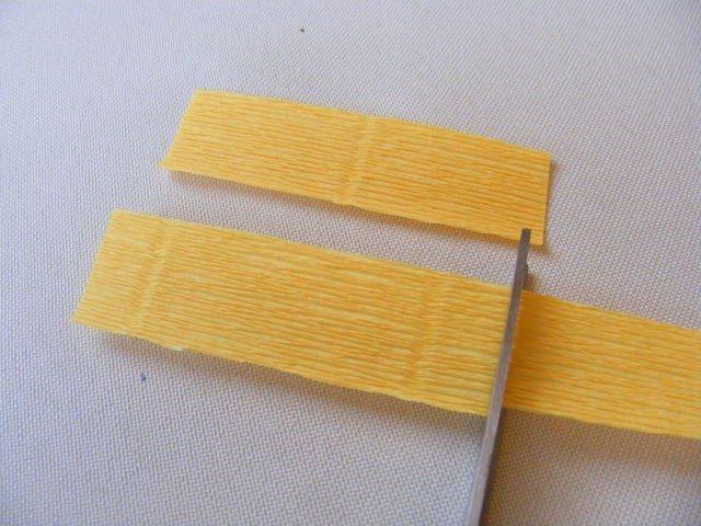 подснежники из конфет и гофрированной бумаги