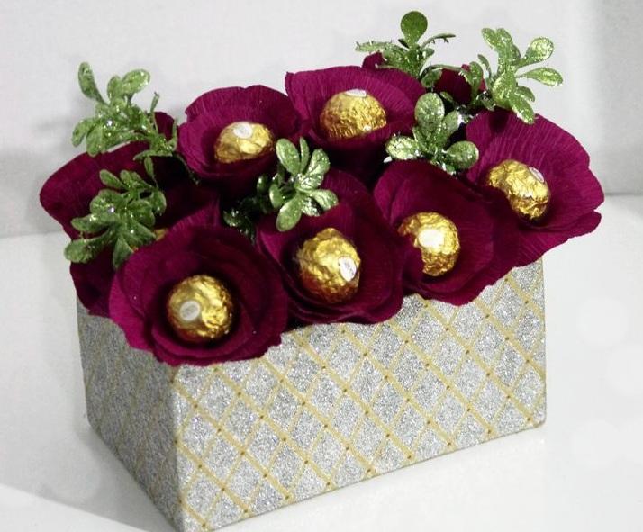 Как сделать цветы из конфет своими руками?