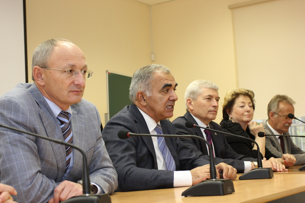 Admissions Committee of SZGMU