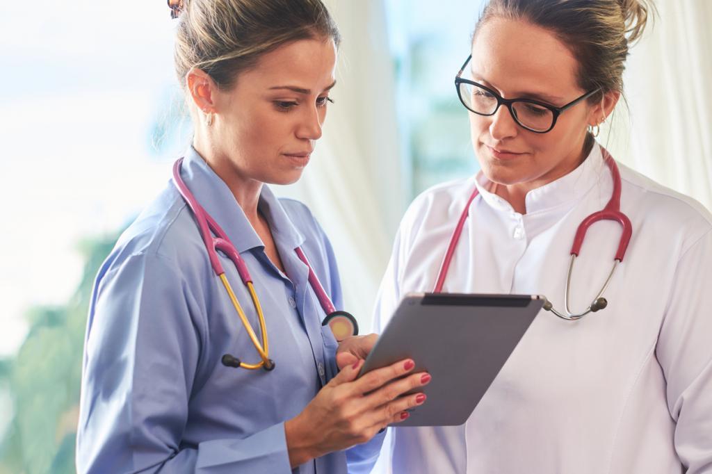 Медсестры у больных дома занимаются сексом