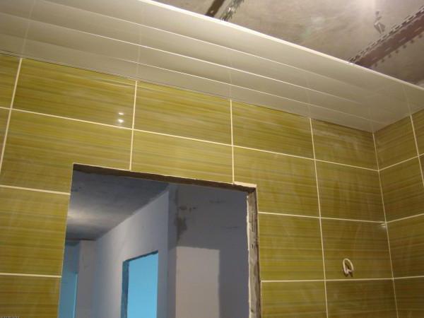 как правильно сделать потолок из пластиковых панелей